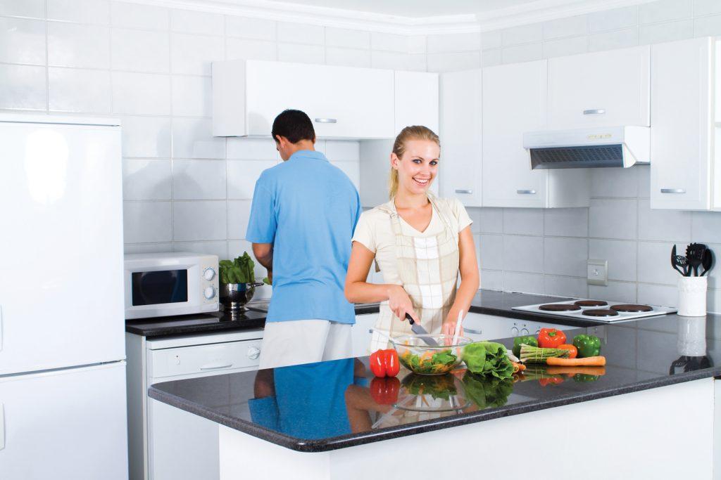 dobre zariadená kuchyna, kuchynský interiér